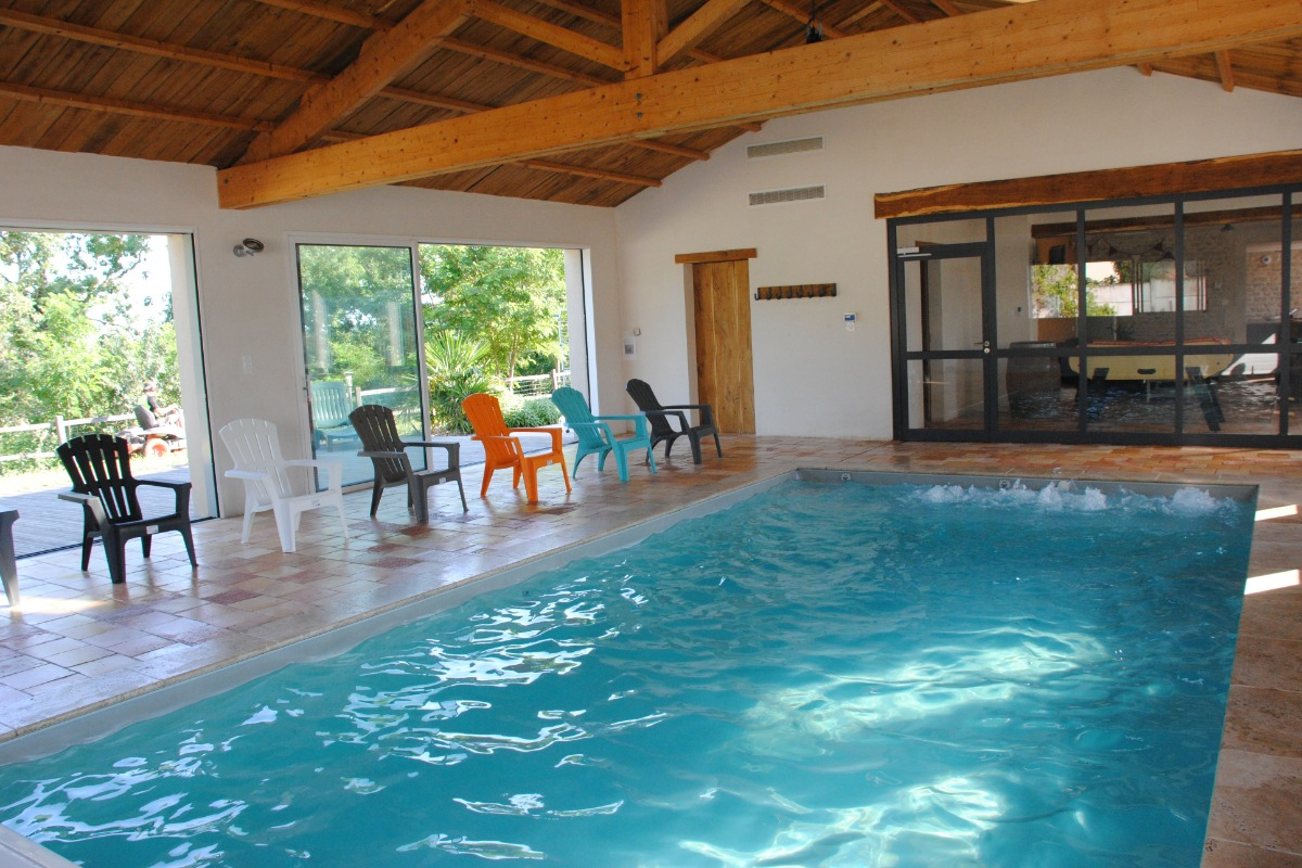G te 11 personnes avec piscine couverte chauff e dans le vignoble des fiefs vend ens location - Gite dans les landes avec piscine ...
