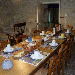 Salle petit déjeuner - Chambre d'hôtes - La Caillère Saint Hilaire
