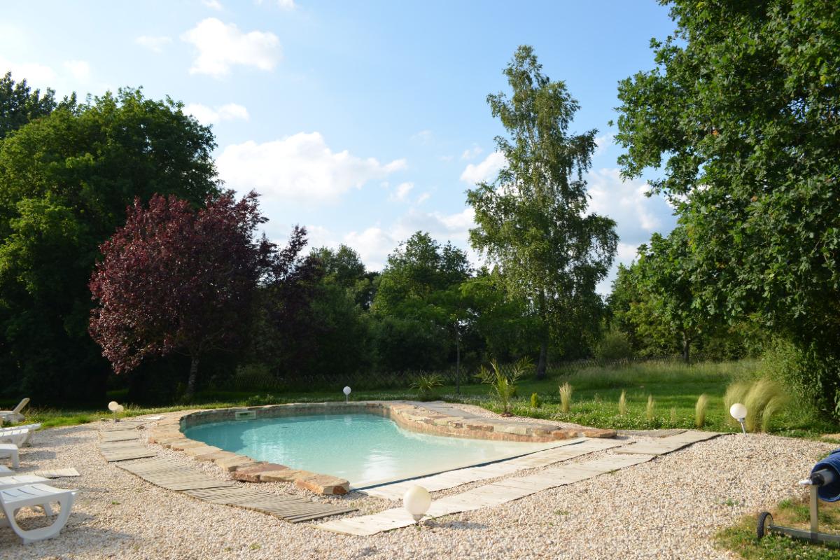 Chambre 1 lit 160 x 200 + 1 lit 80 x 200. Télévision - Coffre fort  - Location de vacances - Saint Georges de Pointindoux
