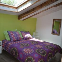 Cuisine ouverte sur salon, fenêtre de gauche grange (spa, billard) - Location de vacances - Saint Georges de Pointindoux