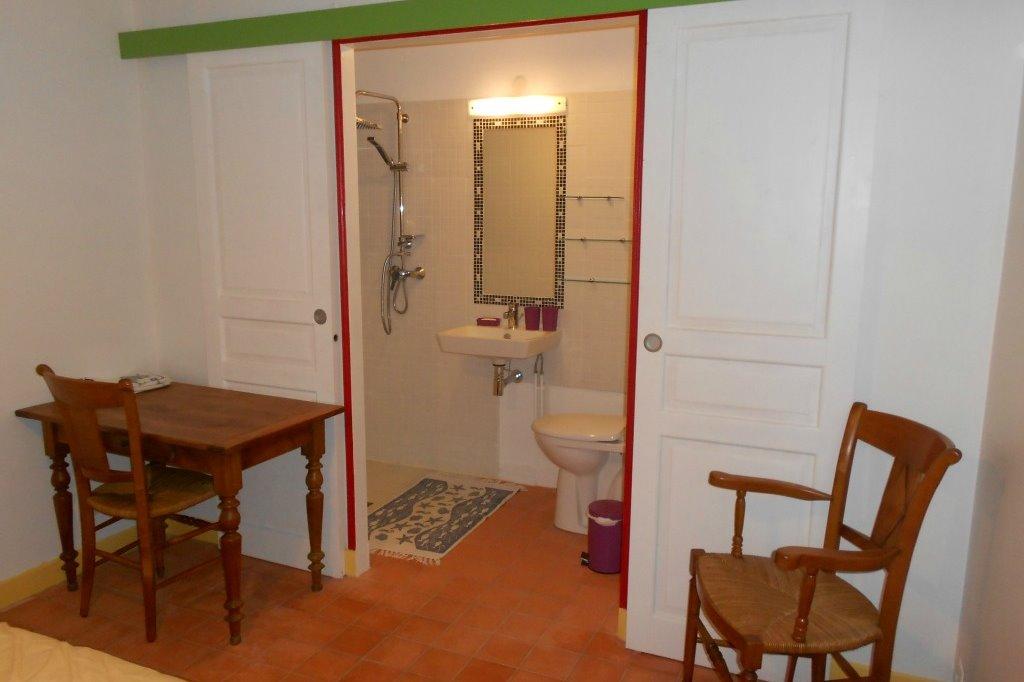 Niki, sa salle d'eau - Chambre d'hôtes - L'Ile d'Elle