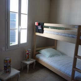 Chambre 1 lit de 140 + lits superposés en 90 - Location de vacances - Noirmoutier en l'Île
