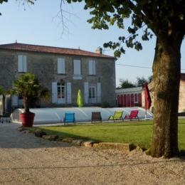 Gîte  côté parc avec piscine - Location de vacances - Le Poiré sur Velluire