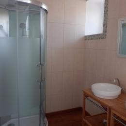 Salle d'eau - étage  - Location de vacances - Le Poiré sur Velluire