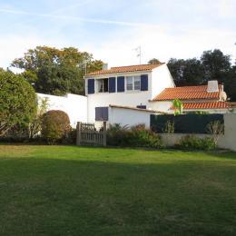 Arrière de la maison vue du jardin (appartement à l'étage) - Location de vacances - Noirmoutier en l'Île