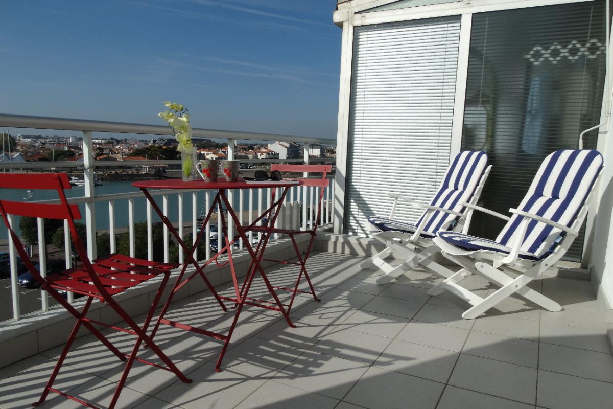 appartement avec vue sur le port de saint gilles croix de vie location vacances saint gilles. Black Bedroom Furniture Sets. Home Design Ideas