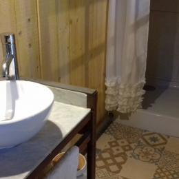salle d'eau chambre en dépendance - Location de vacances - Longeville sur Mer