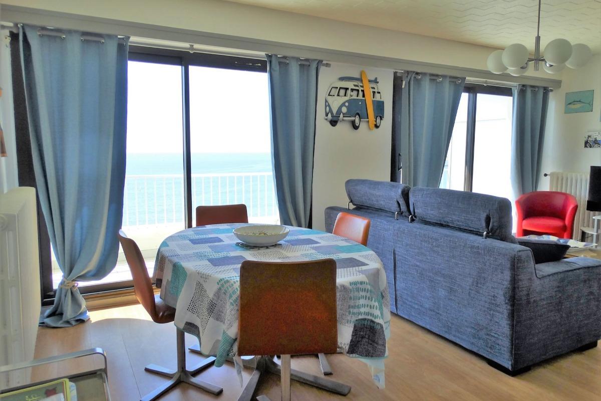 appartement avec vue panoramique sur la grande plage de saint gilles croix de vie location. Black Bedroom Furniture Sets. Home Design Ideas