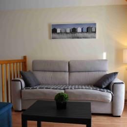 le salon TV avec canapé lit Rapido - Location de vacances - L'Aiguillon sur Vie