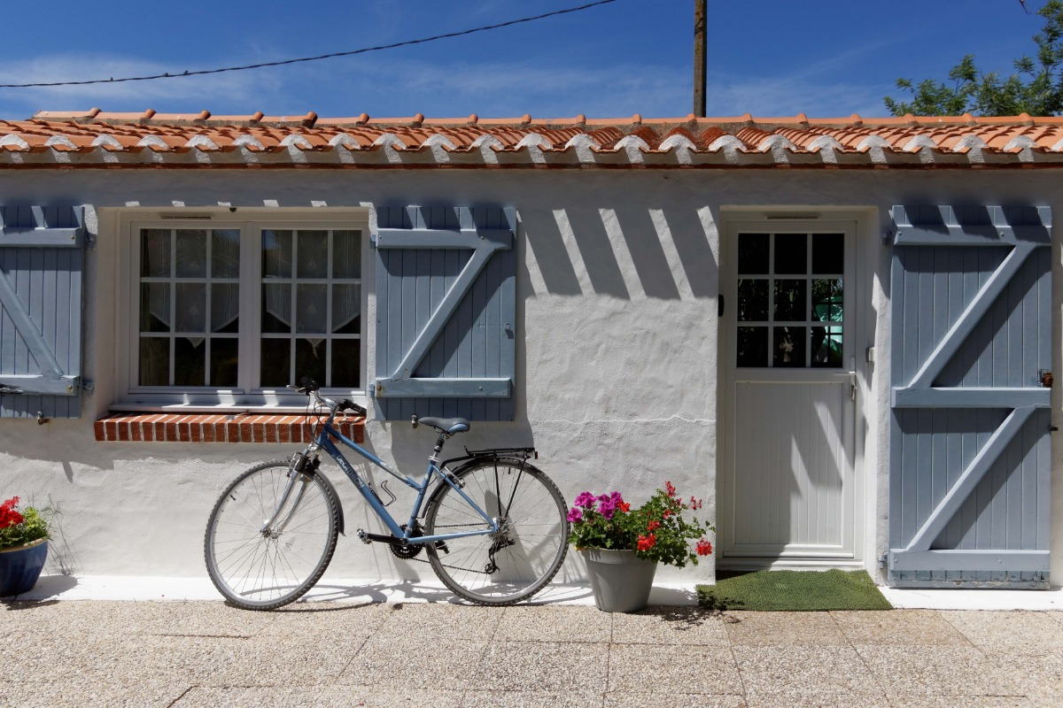 L'entrée et la terrasse - Location de vacances - L'Épine