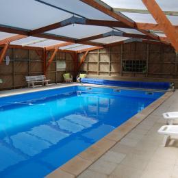 Piscine couverte - Location de vacances - La Réorthe