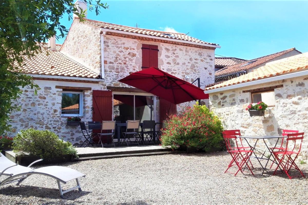 cuisine équipée  - Location de vacances - Saint Georges de Pointindoux