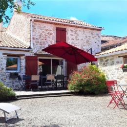 vue extérieure terrasse - Location de vacances - Saint Georges de Pointindoux
