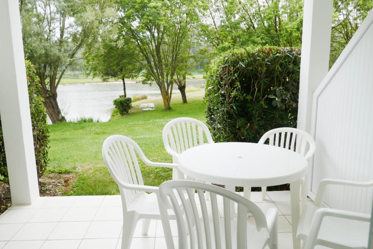 Accès direct au lac devant la résidence - jardin commun - Location de vacances - Talmont Saint Hilaire