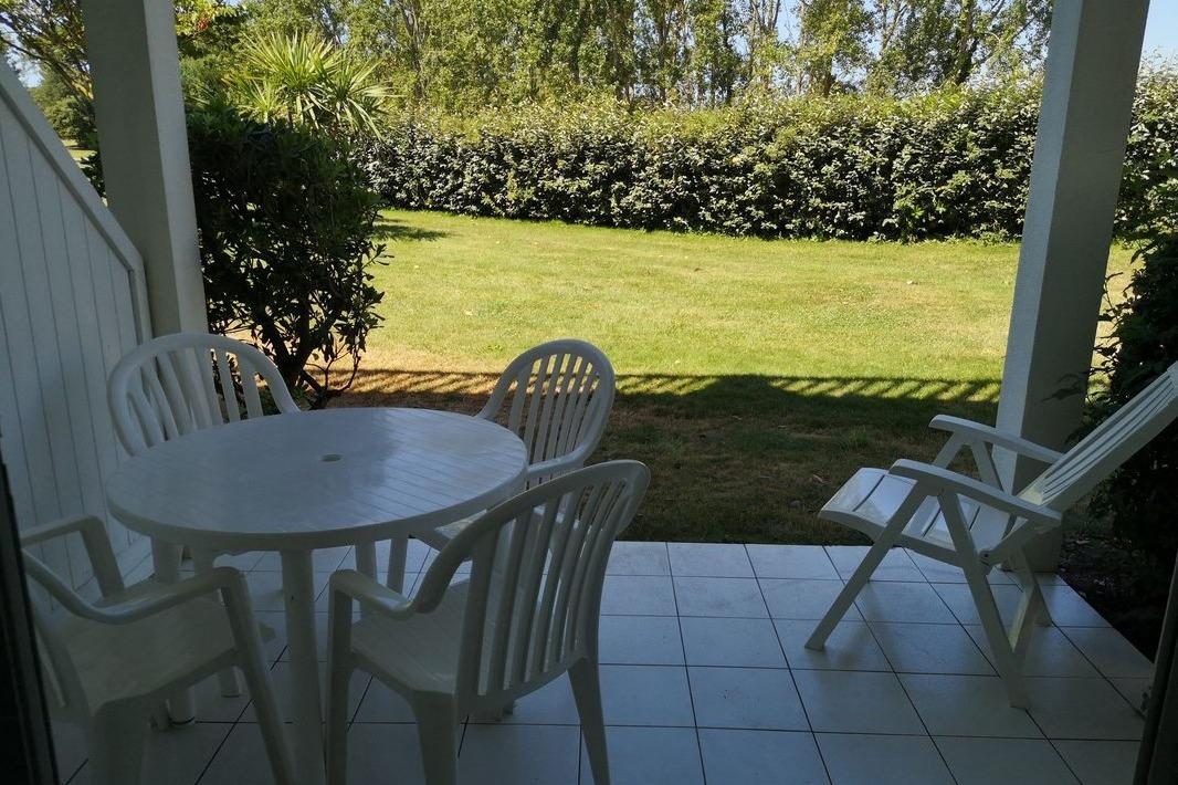Terrasse privative avec salon de jardin - Location de vacances - Talmont Saint Hilaire