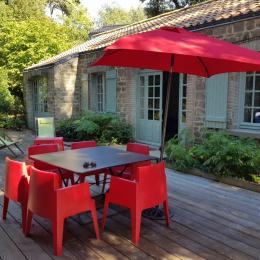 Devanture maison avec terrasse et salon de jardin - Location de vacances - Noirmoutier en l'Île
