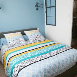Chambre à l'étage : lit en 140 - Location de vacances - Les Sables-d'Olonne