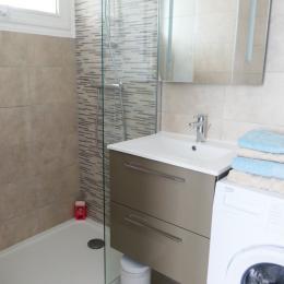 Salle d'eau attenante à la chambre - Location de vacances - Les Sables-d'Olonne
