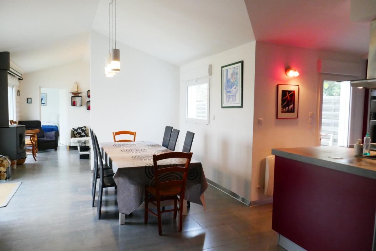Séjour avec cuisine ouverte - Location de vacances - Saint Hilaire de Riez