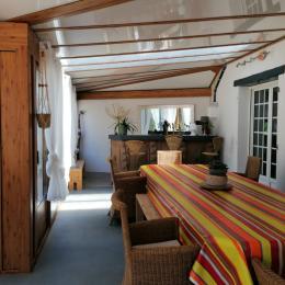 Véranda, bar au fond - Location de vacances - Saint Georges de Pointindoux