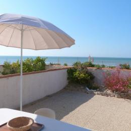 Terrasse avec salon de jardin sur vue mer - Location de vacances - La Tranche sur Mer