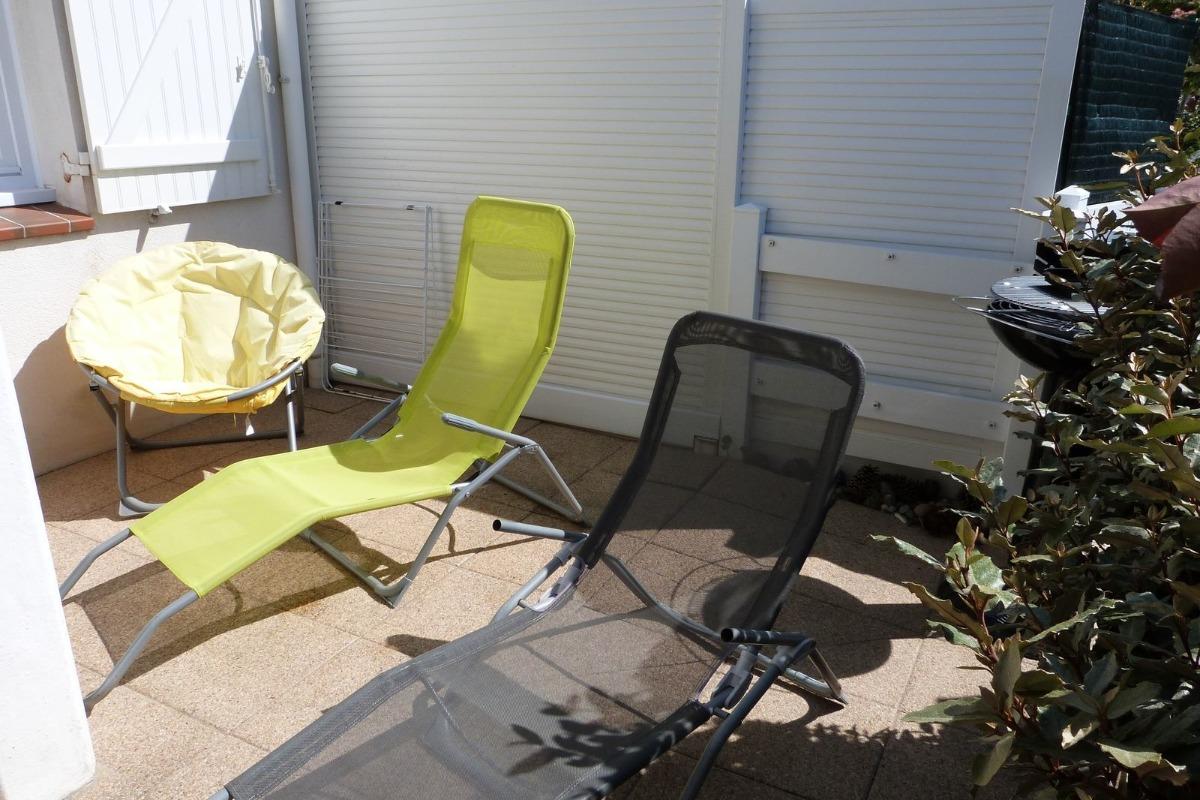Terrasse avec bains de soleil - Location de vacances - La Tranche sur Mer