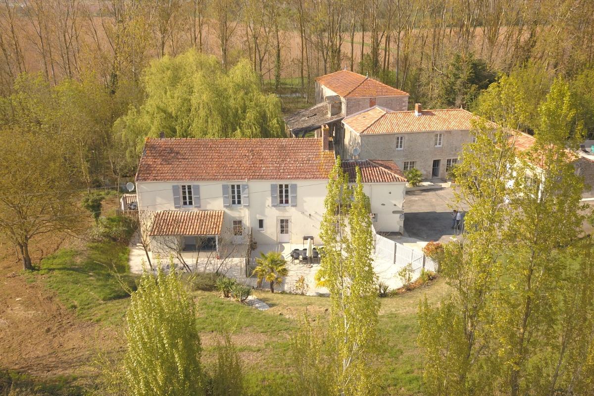 Extérieur du bâtiment - Location de vacances - Saint Jean de Beugné