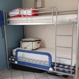 Chambre 2 avec deux lits superposés et un lit rapido en 135 - Location de vacances - L'Aiguillon sur Mer