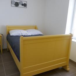 Chambre 2 - lit 120cm - Location de vacances - Le Perrier