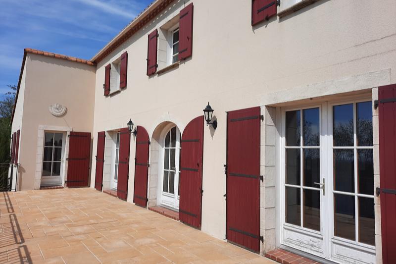 Façade et terrasse - Location de vacances - Sèvremont
