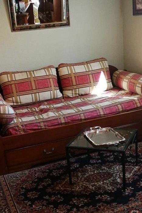 Espace salon avec canapé et table basse - Location de vacances - Poitiers