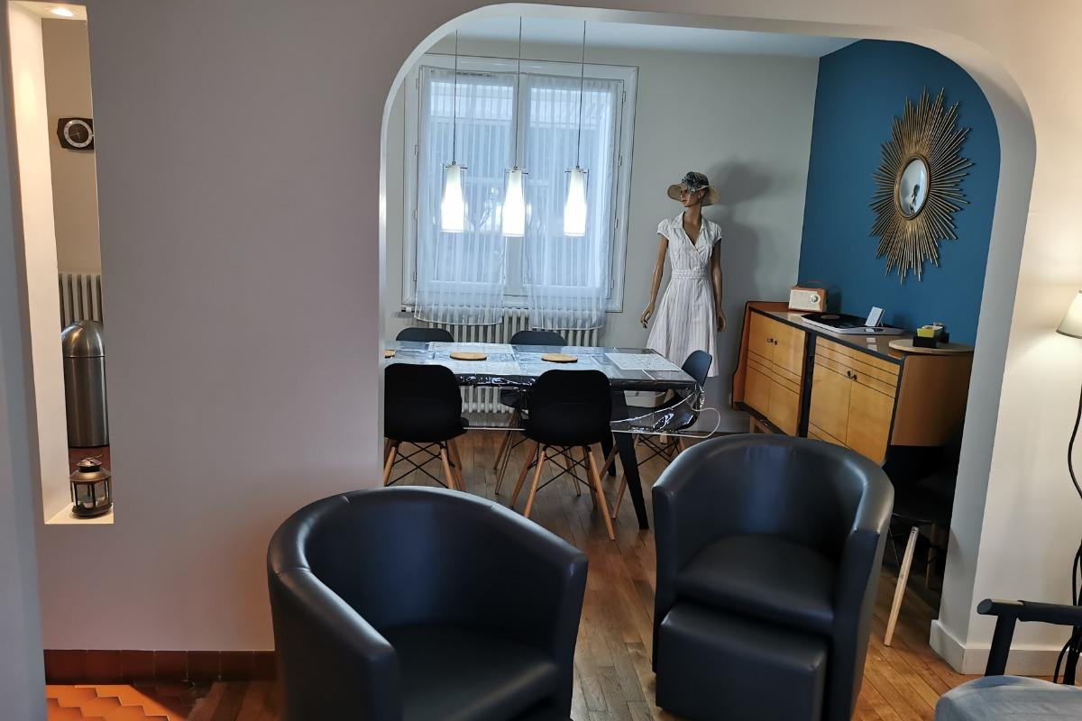 Salon avec TV et lecteur DVD - Location de vacances - Poitiers