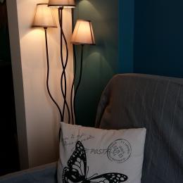La cuisine se trouve directement en face de la salle à manger  - Location de vacances - Poitiers