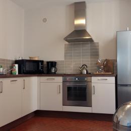 Maison mitoyenne par les chambres avec son garage et son espace parking dans la propriété - Location de vacances - Poitiers