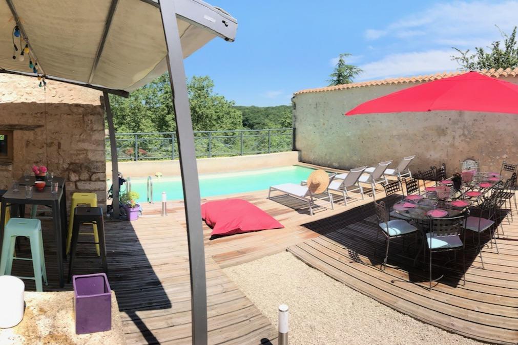 Terrasse avec piscine - Location de vacances - Lusignan