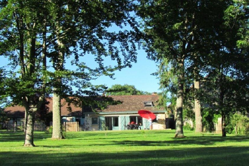 vue gauche de la terrasse - Location de vacances - Rilhac-Lastours