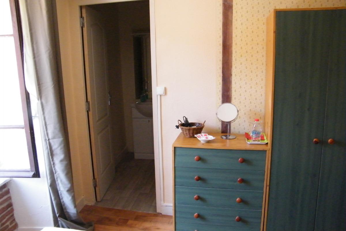 Garderobe & Coiffeuse - Chambre d'hôtes - Rochechouart