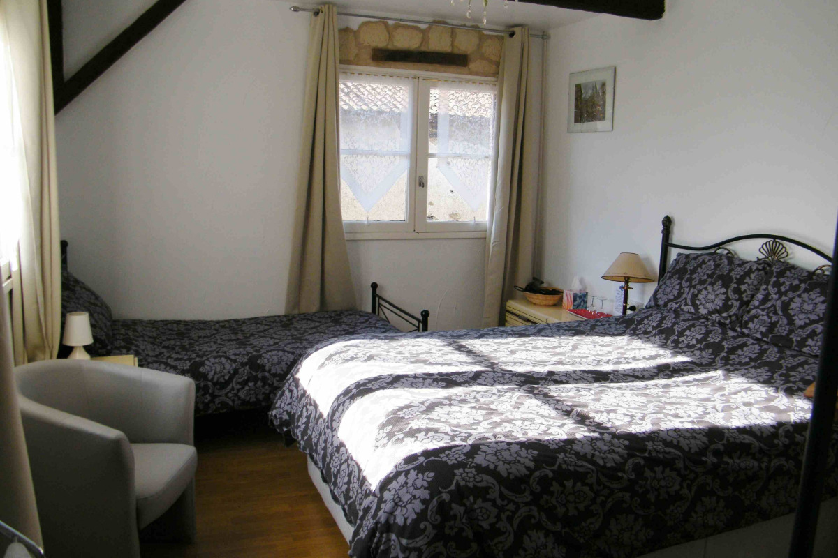 Lit double et lit simple tres confortables - Chambre d'hôtes - Rochechouart