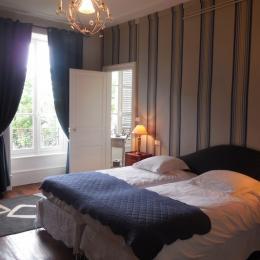 Chambre à deux lits séparés pouvant être rassemblés - Chambre d'hôtes - Saint-Léonard-de-Noblat