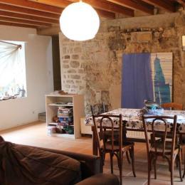 Salon et pièce de vie, table de jeux et activités - Location de vacances - Nedde