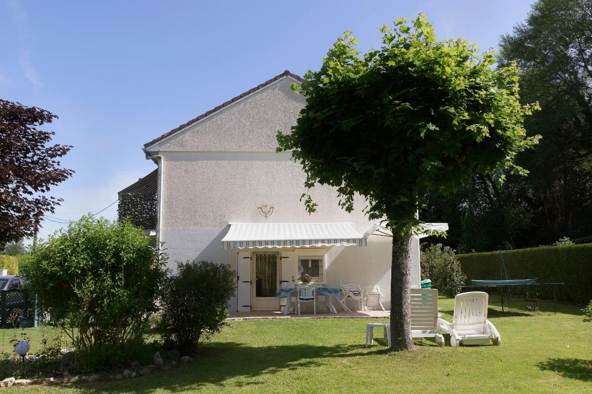 terrasse et entrée de votre location - Location de vacances - Saint-Yrieix-la-Perche