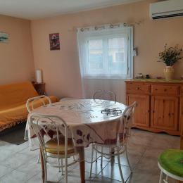 salle de séjour - Location de vacances - Saint-Yrieix-la-Perche