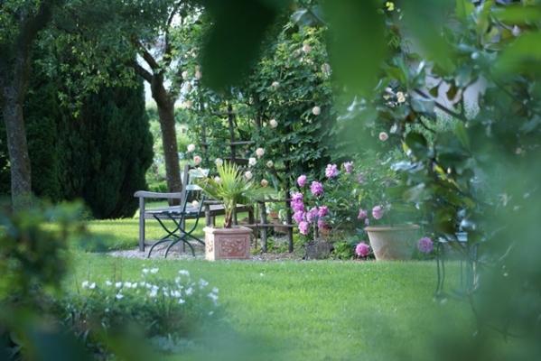 Chambre d'hôtes - Abbaye Autrey - Calme du jardin - Chambre d'hôtes - Autrey