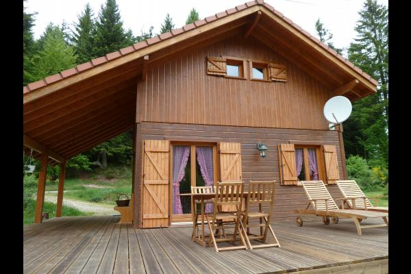Chalet avec terrasse bois - Location de vacances - Les Rouges-Eaux