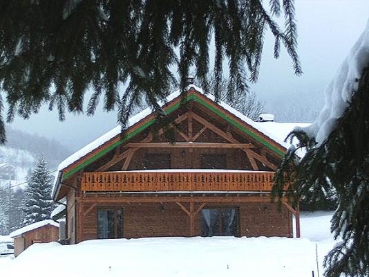 Façade sud ouest (en fond  le garage situé prés de la route) - Chalet Heïdi Ventron Vosges - Location de vacances - Ventron
