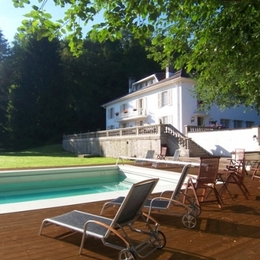Piscine et terrasse - Villa Mon Coeur - Chambre d'hôtes - Remiremont