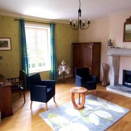 Salon attenant chambre Sitelle - Villa Mon Coeur - Chambre d'hôtes - Remiremont