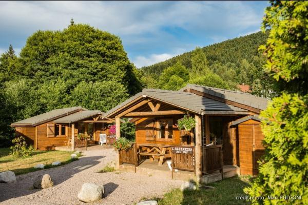 chalet 4/6 personnes avec terrasse couverte et salon de jardin - Location de vacances - La Bresse
