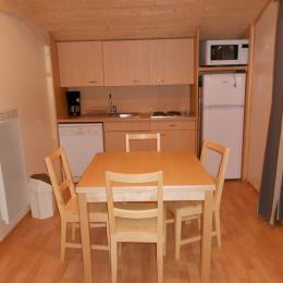 cuisine équipée avec congélateur et lave-vaisselle - Location de vacances - La Bresse