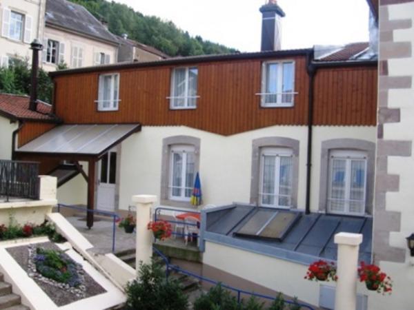 Entrée appartement côté ruelle - Location de vacances - Plombières-les-Bains